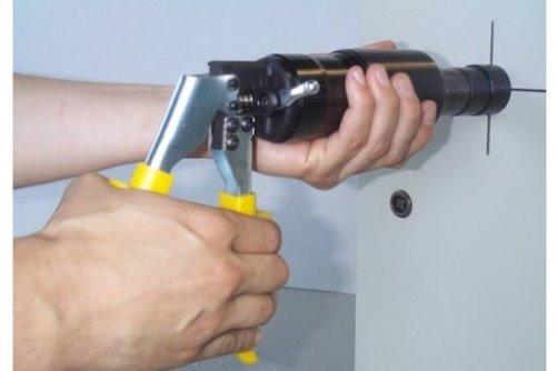 blechlocher hydraulisch metallteile verbinden. Black Bedroom Furniture Sets. Home Design Ideas